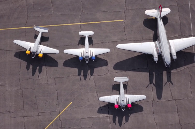 Flight Training with a Douglas DC-3 + three Beech-18's (Classic Formation)